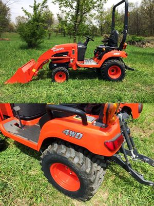 New tracks Kubota $1OOO Cylinders 4 Impeccable for Sale in San Francisco, CA