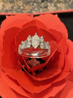 Beautiful 14kt white gold, 3 kt. Marquise Diamond Engagement Ring. for Sale in Kirkland, WA