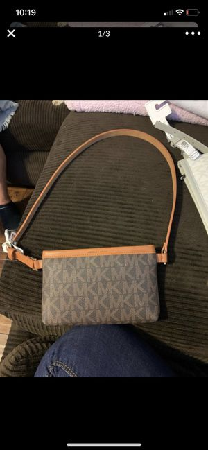 Michael Kors fanny pack purse size small for Sale in Rialto, CA