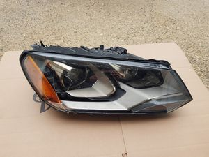 VOLKSWAGEN TOUAREG HEADLIGHT HID XENON W/LED VW RH OEM 2011 2012 2013 2014 for Sale in Philadelphia, PA