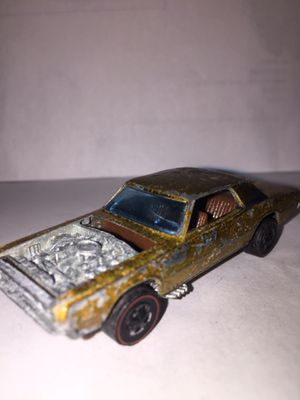 Vintage 1967 Hot Wheels Redlines Gold Custom T-Bird for Sale in Carteret, NJ