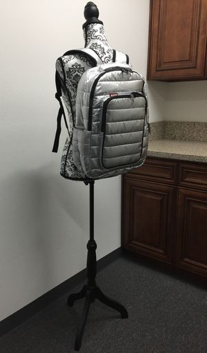 "Brand new Skutr 13x18"" Backpack tablet laptop puffy jacket bag tablet mobility for Sale in Montebello, CA"