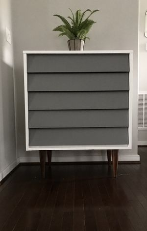 Mid century modern 5 drawer dresser for Sale in Moseley, VA