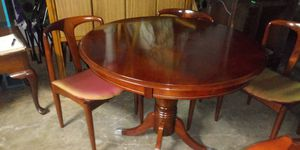 Round pedestal dining table 31 inches tall x 39 round with 3 matching chairs for Sale in Missouri City, TX
