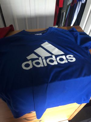 Adidas dry fit tee shirt. for Sale in Miromar Lakes, FL