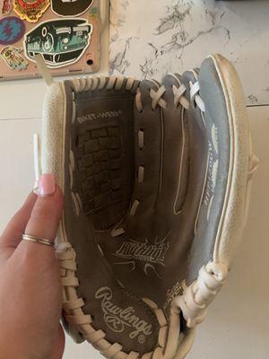 Softball glove for Sale in Tualatin, OR