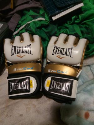 Everlast Sparring Gloves-Womens-Gold White for Sale in Tacoma, WA