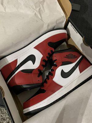 Jordan 1 mid Chicago Toe size 9 for Sale in Houston, TX
