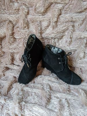 Tom's Women's size 10 black desert wedge ankle booties for Sale in Loveland, OH
