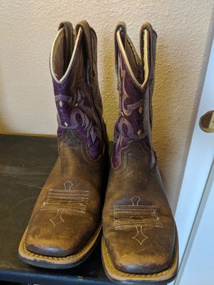 Girl's size 4 Ariat boots!!! for Sale in Albuquerque, NM