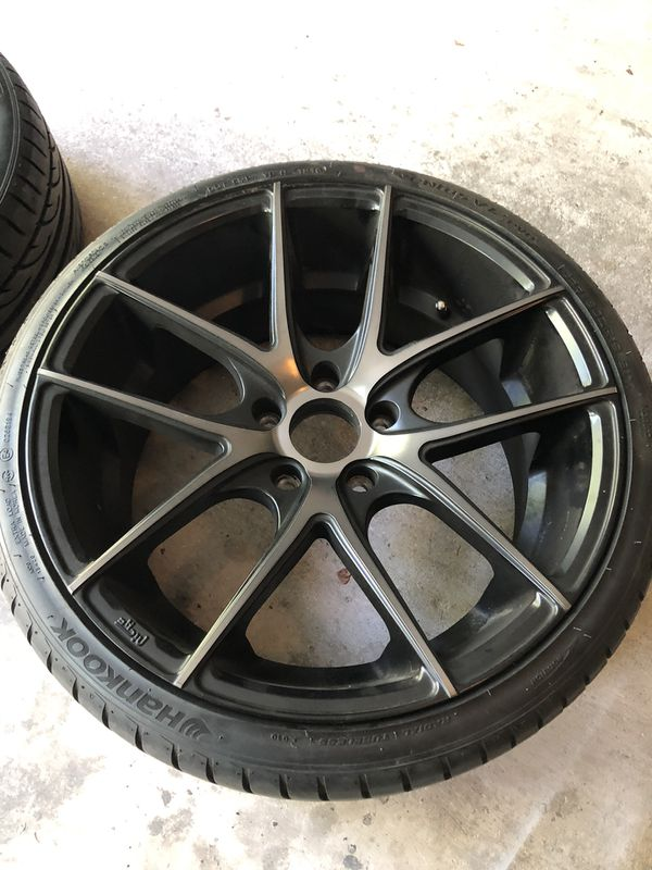"""Set of Wheels and tires, staggered 19"""" Targa Niche."""