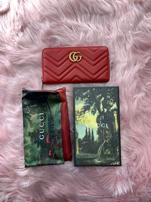 Red Gucci Wallet for Sale in Woodland Hills, CA