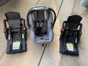 Graco click connect car seat and 2 bases for Sale in Mesa, AZ