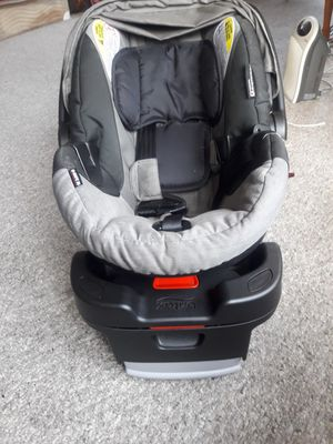 Britax B-safe 35 infant car seat with base for Sale in Hartford, CT