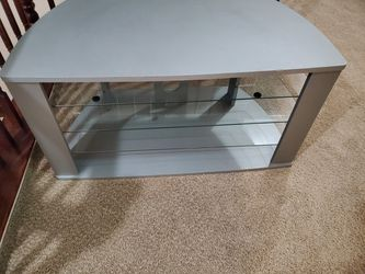 TV stand whit glass shelves for Sale in Visalia,  CA