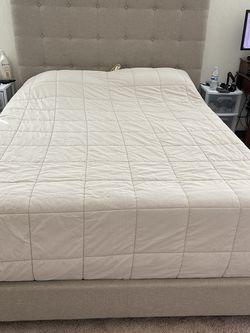 Queen Bed Frame for Sale in Kingsburg,  CA