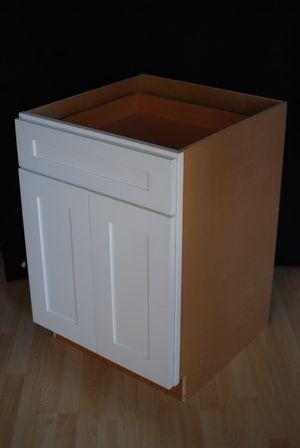 Cabinet Shaker White 24 wide. for Sale in Dallas, TX