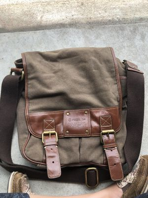 Fossil 54 men's men's messenger bag genuine quality leather for Sale in Cypress, TX