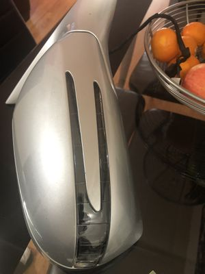 2009 Mercedes benz cls550 passenger mirror for Sale in New York, NY