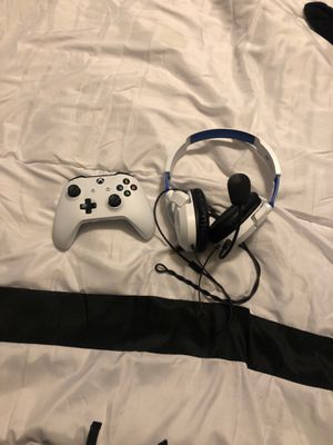 Xbox one controller & turtle beach headset for Sale in Durham, NC