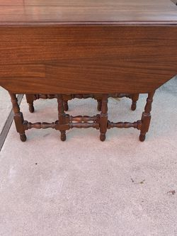Antique Drop Leaf Gate Leg Table for Sale in Buena Park,  CA