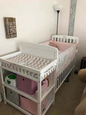 Baby Crib with Changing table for Sale in Whittier, CA