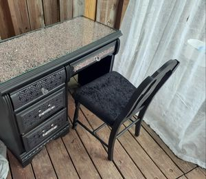 Desk/vanity with chair for Sale in Baltimore, MD