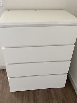 White Ikea Malm 4 Drawer Dresser - LIKE NEW! for Sale in Seattle,  WA