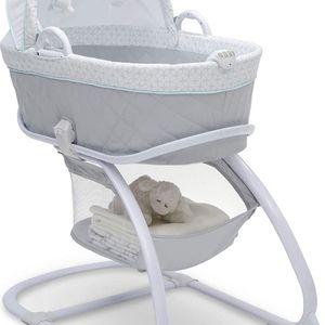 Delta Children Deluxe 2-in-1 Moses Bedside Bassinet for Sale in Perth Amboy, NJ