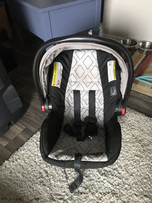 Graco SnugRide SnugLock 30 Infant Car Seat (no base) for Sale in Salt Lake City, UT