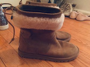 Ugg girl boots size 3 for Sale in Sully Station, VA