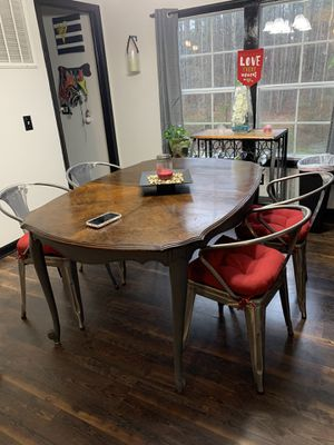 Table with 4 chairs for Sale in Wake Forest, NC