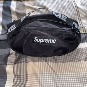 Authentic Supreme SS18 Black Waist Bag 300$ OBO for Sale in Palmdale, CA