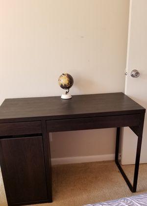Desk for Sale in Woodbridge, VA