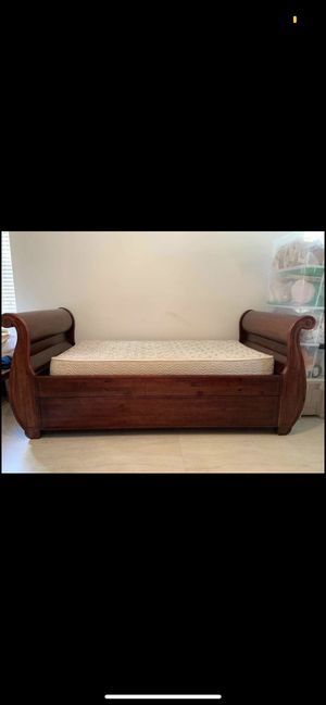 Day bed with twin bed from Potterybarn for Sale in Weston, FL