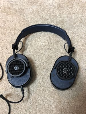 Master & Dynamic MH40 navy over ear headphones lamb skin and aux cable for Sale in Buena Park, CA