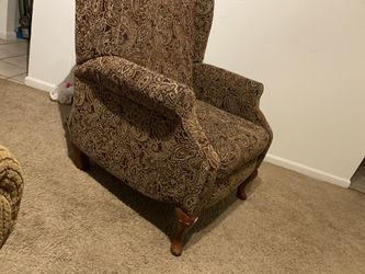 Couch and chair set (price negotiable) for Sale in Hilliard,  OH