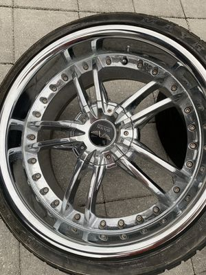 Avarus Rims and wheels like new (fourth ) for Sale in Pembroke Park, FL