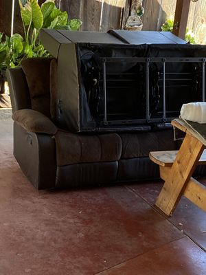 Free brown couches for Sale in Lindsay, CA