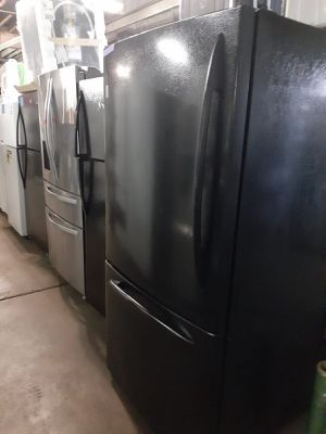 GE bottom freezer refrigerator in excellent conditions with 4 months warranty for Sale in Baltimore, MD