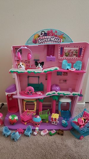 Shopkins Super Mall Playset with tons of figures and accessories for Sale in Lake Elsinore, CA