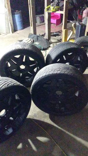 22 tires an rims 1 bad tire but very nice 200 or would like to trade for 6 lug 5 lug wont fit my truck for Sale in Hattiesburg, MS