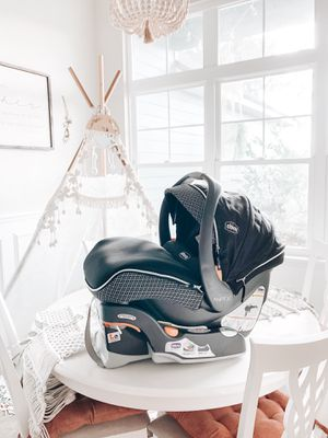 Like new Chicco Keyfit 30 zip infant Car seat #1 Rated for Sale in High Springs, FL