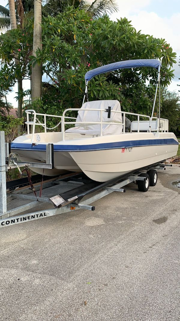 24ft Bayliner deck boat 200 mercury turnkey water ready.