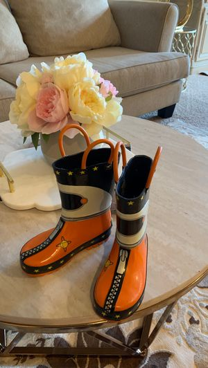 Rainy boots for boys size 8 in Wonderful condition my son Work only one time I was really clean for Sale in Edmonds, WA