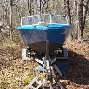Cruiser for sale. 88 Evinrude & trailer included for Sale in Southampton, NY