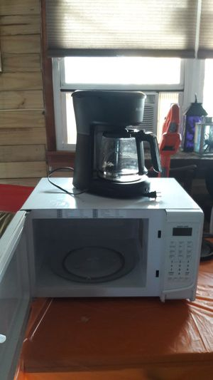 Mic. Wave and coffee maker. for Sale in Virginia Beach, VA