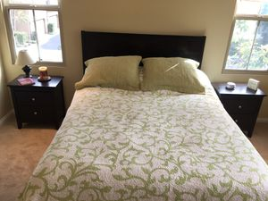 4 piece queen bedroom set for Sale in Irvine, CA