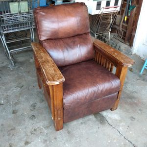 Free Non-working Recliner Chair for Sale in Aberdeen, WA