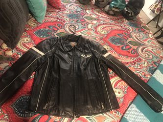 Harley Davidson leather jacket. Literally worn just a few times. Size L for Sale in Buffalo Gap,  TX